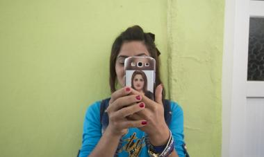 A participant in Iraq snaps a selfie. Photo credit: Alison Baskerville