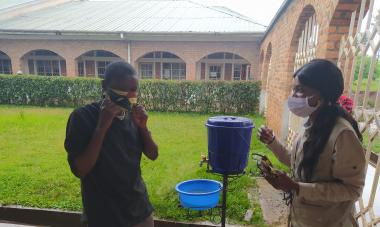 At a workshop on COVID-19 in the DRC, staff learn about proper mask usage.