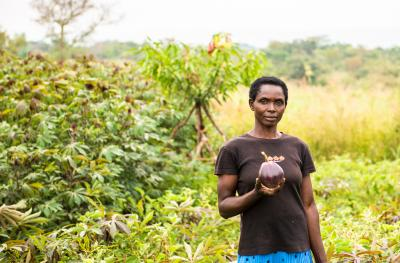 DRC Woman Holding fruit